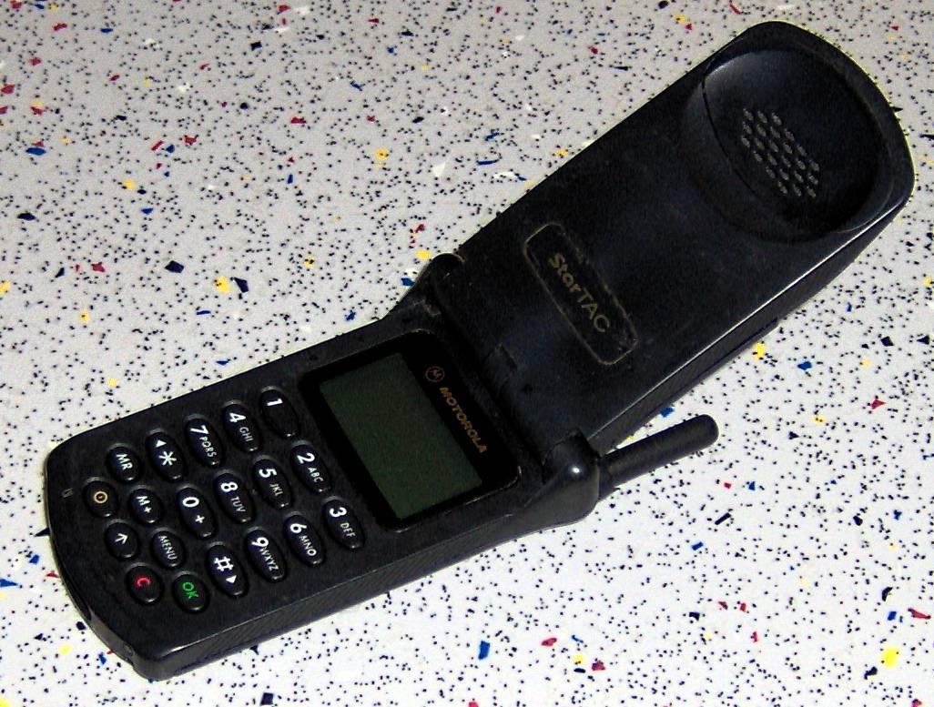 Zvijezda devedesetih: Ovo je bio prvi pravi preklopni mobitel