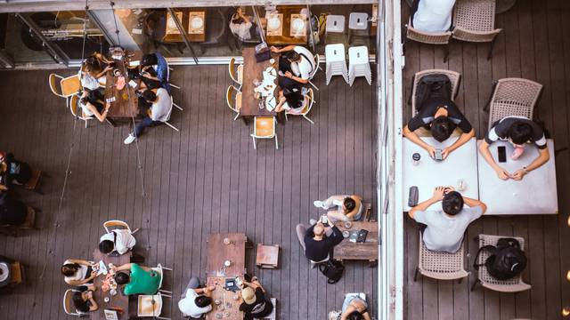 Bonton za goste: 10 nepisanih pravila ponašanja u restoranu