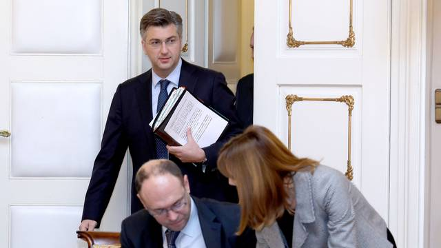 Plenković je baš svaku sjednicu Vlade odradio sa šalabahtera