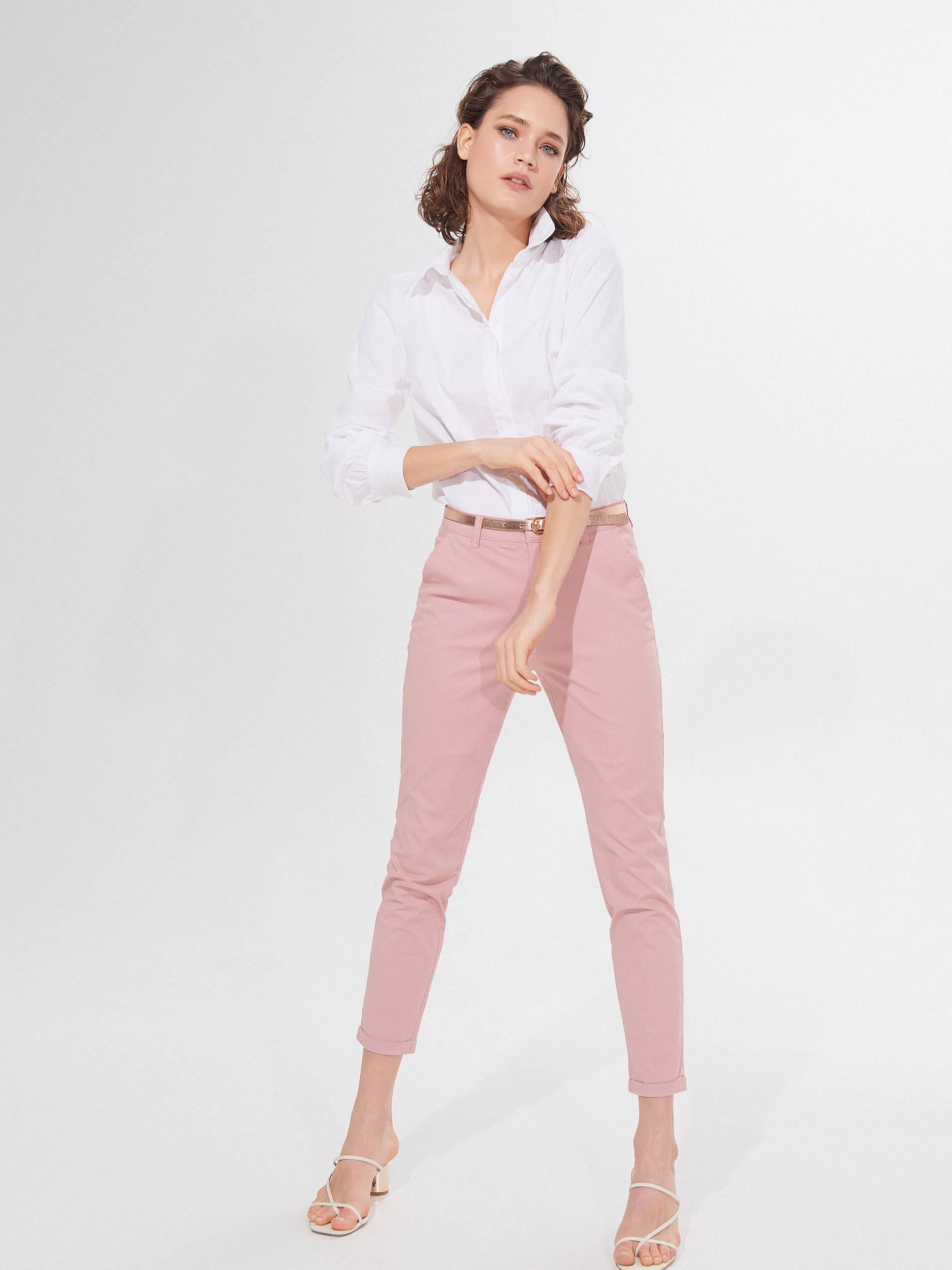 Idealne duge hlače: 10 najboljih opcija od jarko crvene do navy i lepršave prugaste varijante