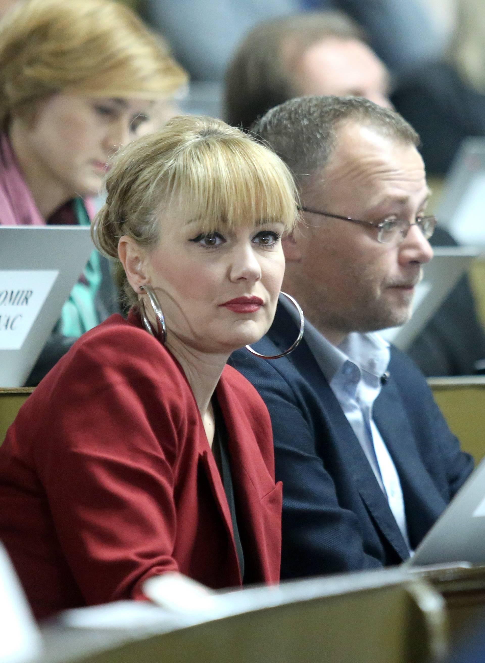 Sjednica zagrebačke Skupštine ipak je počela minutom šutnje