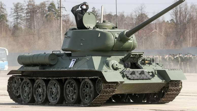 Rusija pokrenula velike vojne vježbe na Krimu, sudjeluje preko 40 borbenih brodova