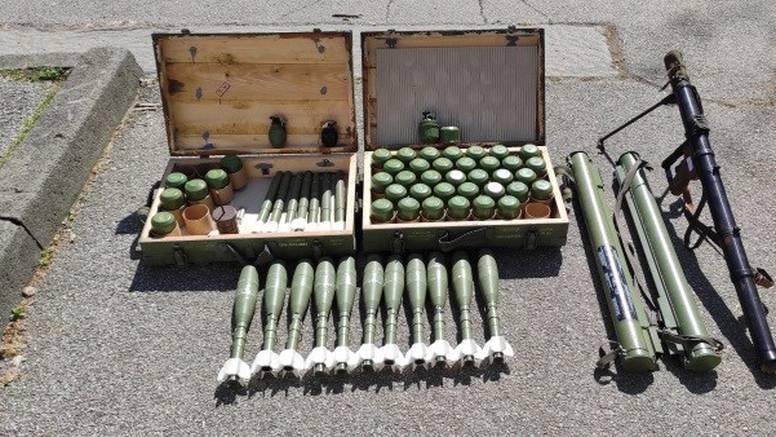 Arsenal u garaži na Trešnjevci: Nakon smrti člana obitelji našao zolje, ručni bacač, 48 bombi