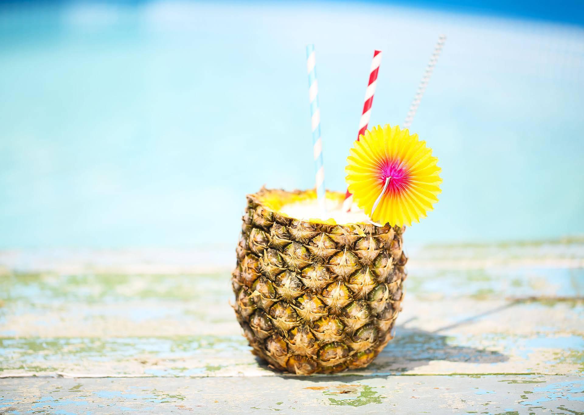 Odličan recept za Piña coladu koju možete piti iz ananasa
