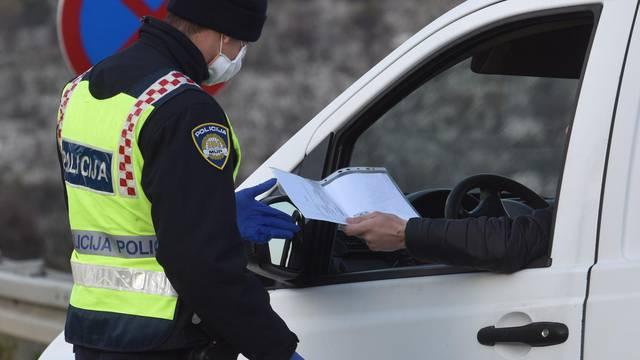 Šibenik: Policija provjerava propusnice za izlazak iz mjesta prebivališta