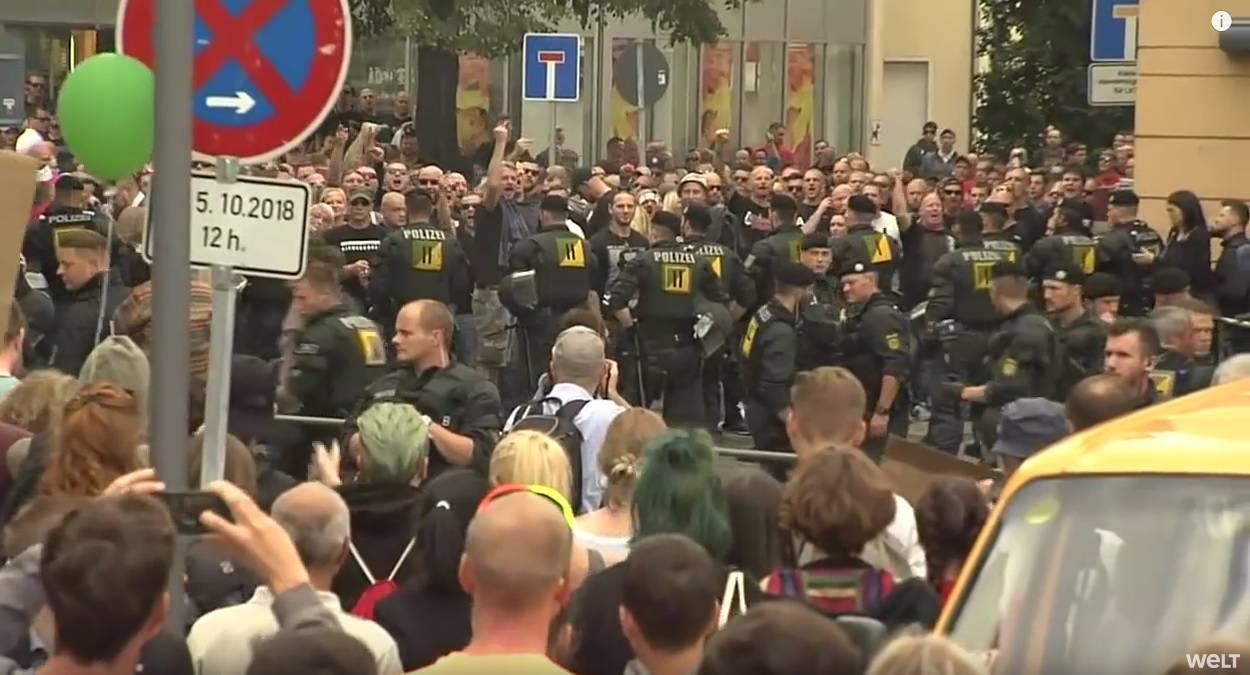 Neonacisti se sukobili s policajcima, ozlijeđeno 8 ljudi