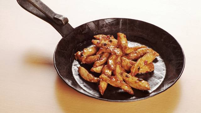 Ljetni ručak: 'BBQ piletina' kao s roštilja s ukusnom salatom