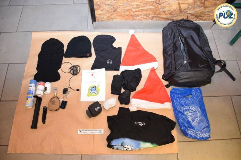 Policija u prostorijama BBB-a našla palice, petarde, kremice...