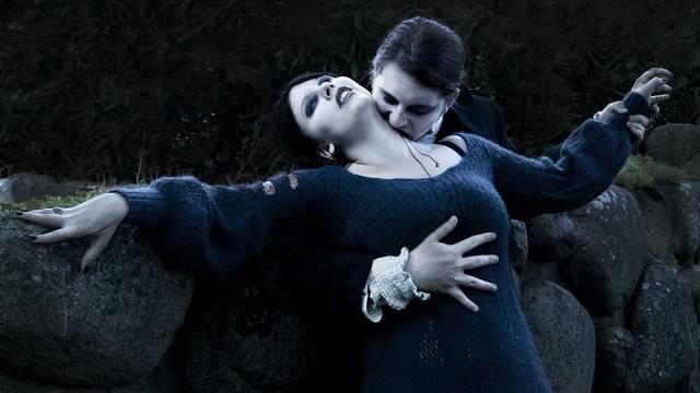 Vampirski par: 'Jedno drugome pijemo krv i uživamo u tome...'