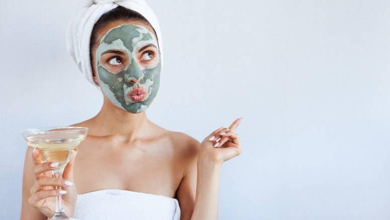 Pet grešaka s maskama za lice koje više ne biste trebali raditi