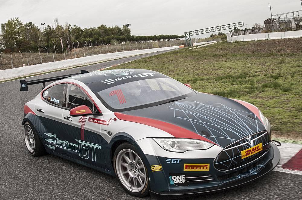 Ovo je Teslin auto za utrke, do stotke ubrza za 2,1 sekundu