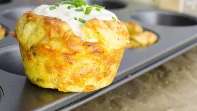 Napravite fine muffine od pire krumpira, jaja i dvije vrste sira