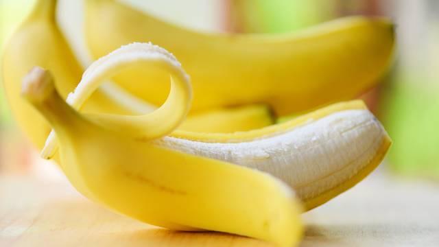 Kora od banane je jako korisna i zdrava: Smiruje bol, prištiće...