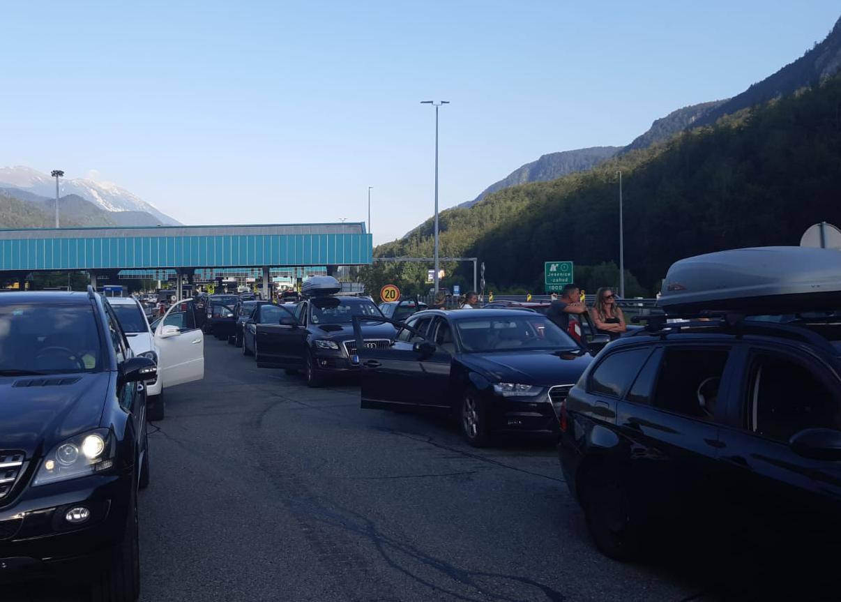 Stižu gužve: Kolone na izlazu iz Hrvatske, čeka se i do dva sata