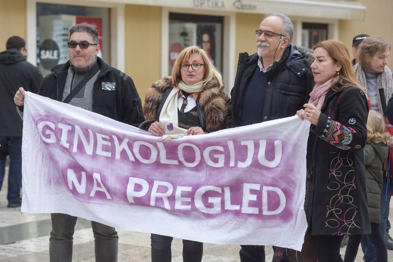 """Zadar: Prosvjed """"Pošto žensko zdravlje"""" na Narodnom trgu"""