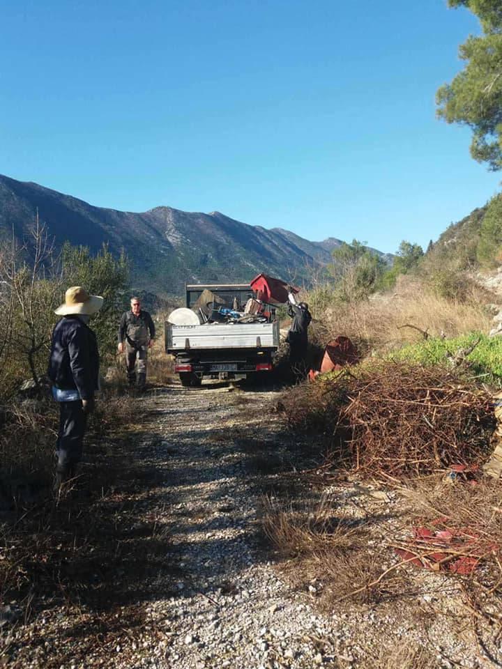 Za moje čisto polje: U Vrgorcu su natrpali kamion - krame
