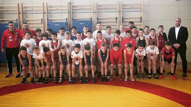 Međunarodni hrvački turnir okupio dječake iz osam zemalja