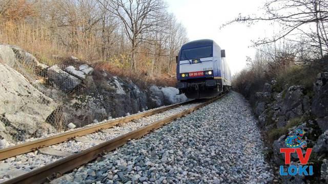 Vlak pokosio stado ovaca u Lici - odlutale i završile na pruzi...