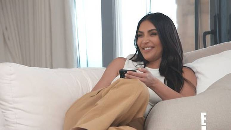 Kim Kardashian: 'Zaštopala sam školjku...bilo me sram pa sam sve išla svaliti na moju sestru'