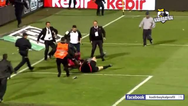 Huligan tukao suca: Prekinuta utakmica Trabzona i Fenera...