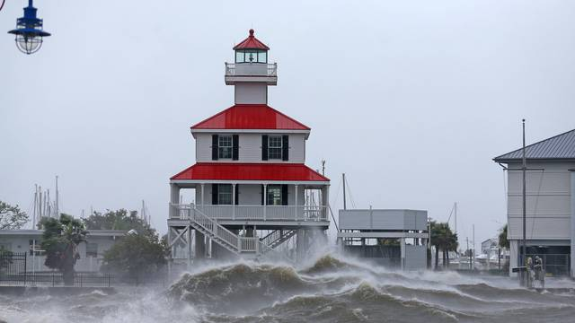 Waves crash against the New Canal Lighthouse on Lake Pontchartrain