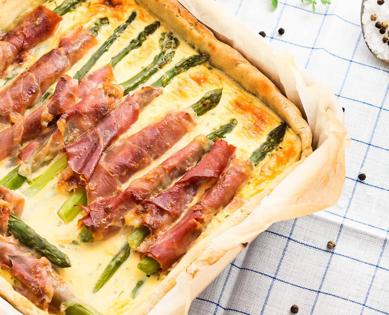 Jednostavno i fino: Napravite pitu sa šparogama i pršutom