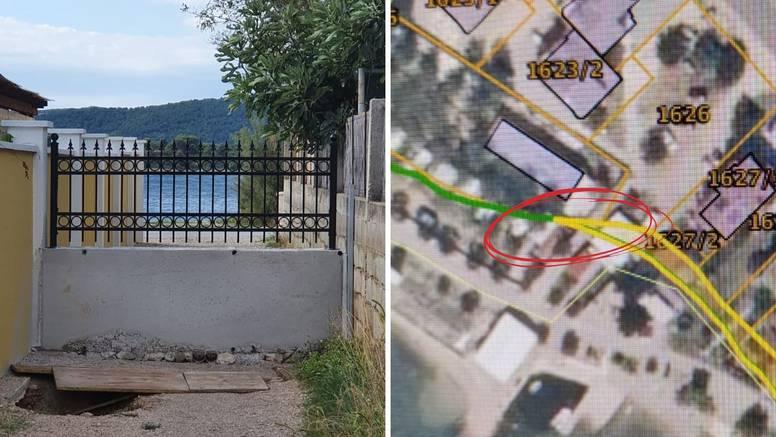 Zidićem blokirao put ka moru u Turnju i dodao novi detalj: Zidić sada ima ogradu sa šiljcima!
