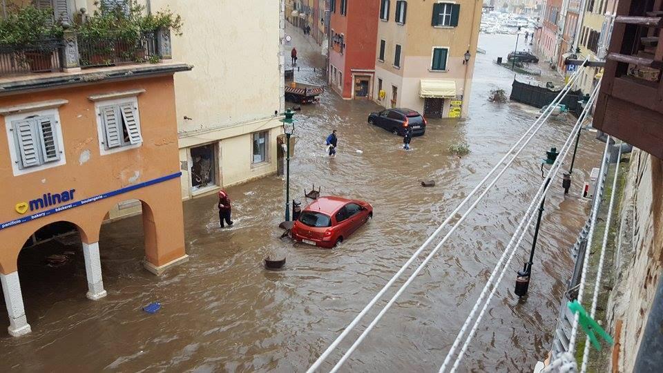Olujni vjetar, kiša, poplave: Na udaru Istra i gradovi na obali