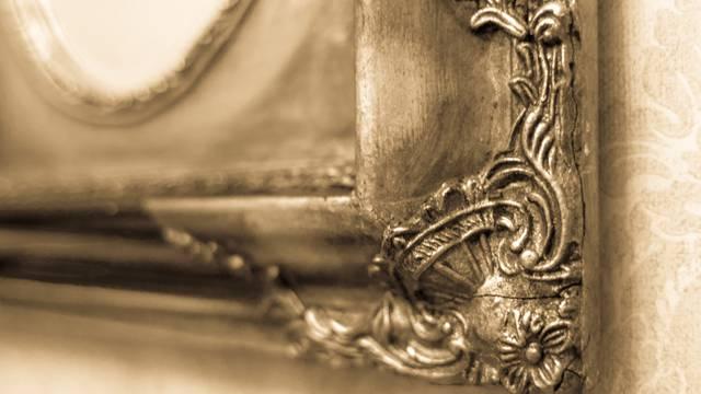 Evo kako ćete  s  voskom jeftino ogledalo pretvoriti u starinsko