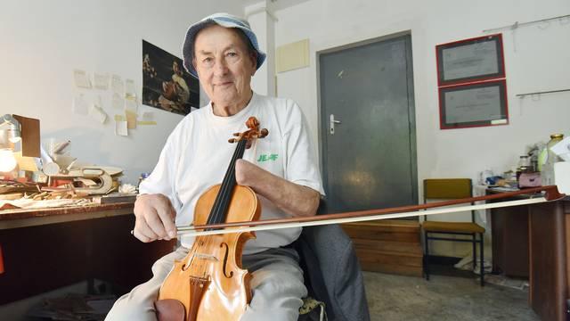 'Promijenio sam svoj san i bez šake napravio čak 174 violine'