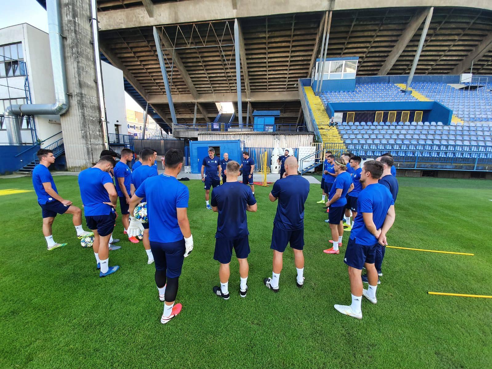 Dinamovci na 'teambuildingu': Na zajedničkoj večeri 'jačali' zajedništvo i pratili finale Kupa