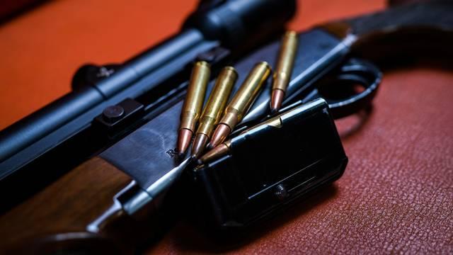 U Đurđevcu uhitili dvojicu dilera s 2 kg trave i hrpom oružja