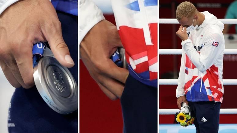 Ni njemu ne valja srebro: Englez skinuo medalju i spremio je u džep!? 'Priznajem samo zlato'