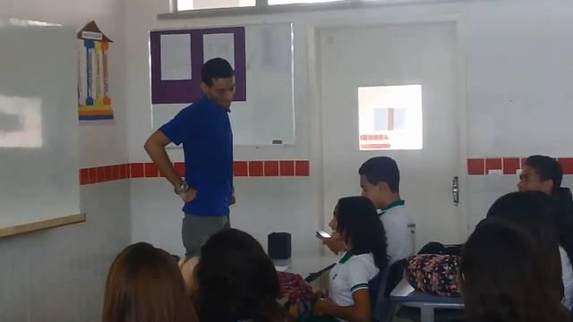 Doznali da im profesor spava u školi pa ga ugodno iznenadili