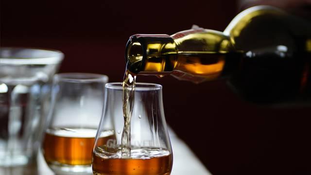 Pijenje viskija