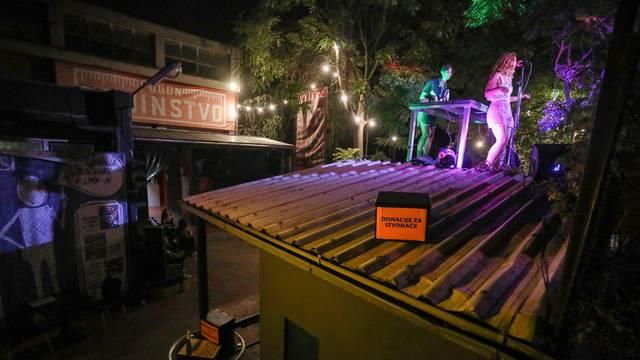 Zagreb: Koncert na krovu kućice za prodaju karata u klubu Močvara