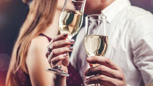 Poljubac u ponoć je bitan: Evo zašto nije svejedno koga ljubite