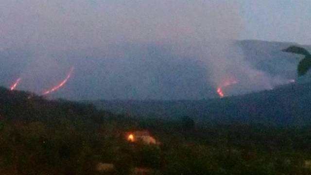 Još uvijek gori na Svilaji: Na požarištu dva zračna traktora