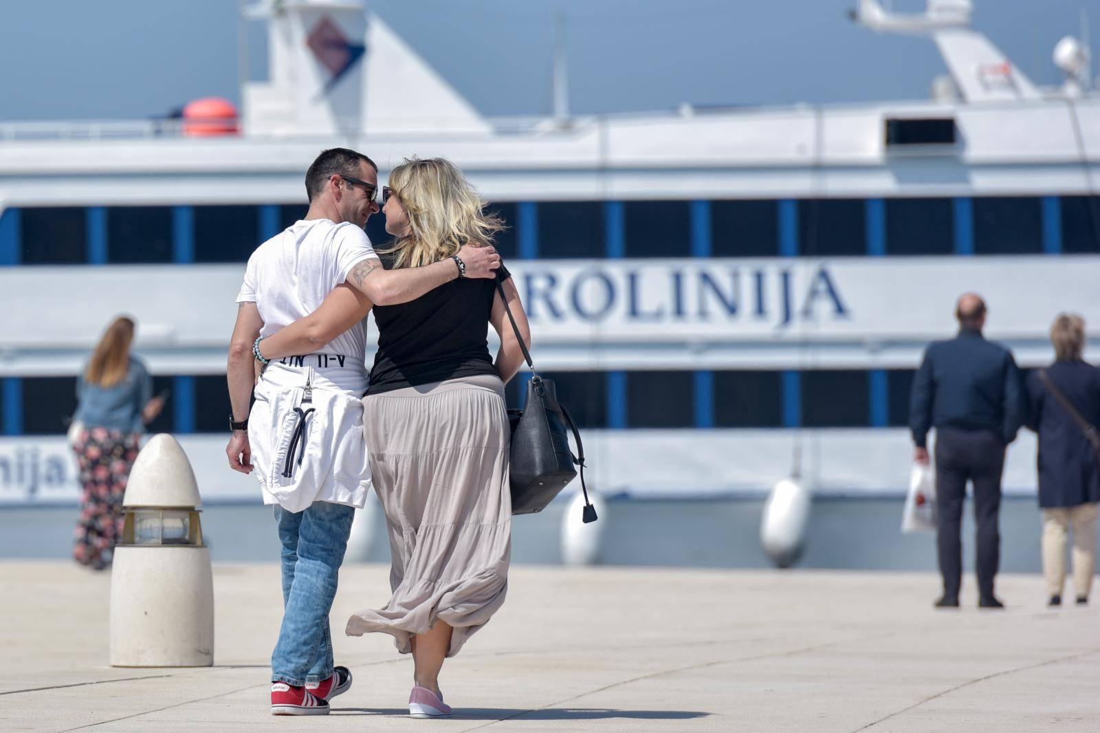 Zadar: Turisti i građani sunčan proljetni dan iskoristili za šetnju rivom