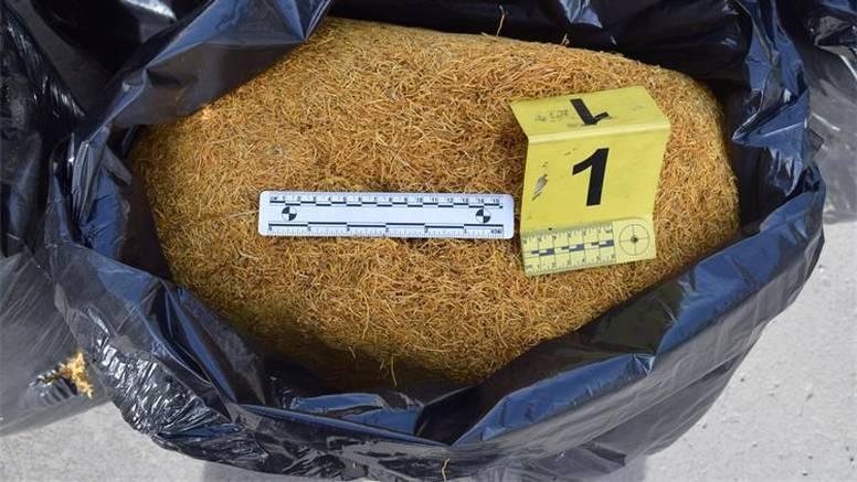 Kod Požege našli muškarca s čak 304 kg ilegalnog duhana