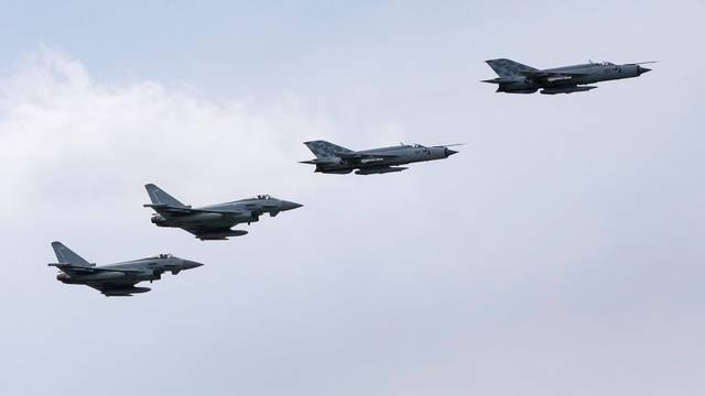 Dva tajvanska borbena zrakoplova pala nakon sudara, traga se za pilotima
