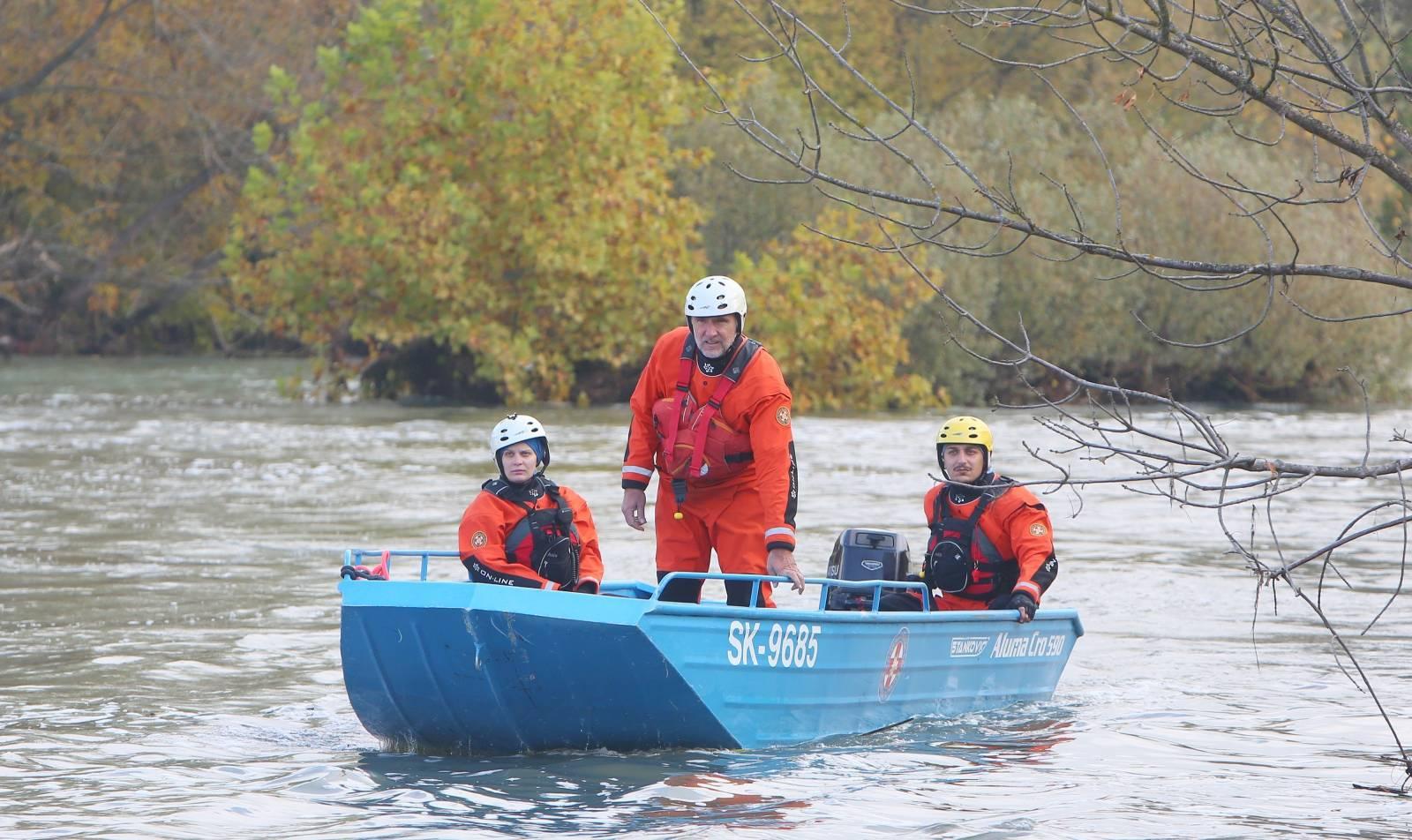 Karlovac: Nastavljena potraga za muškarcima iz prevrnutog čamca