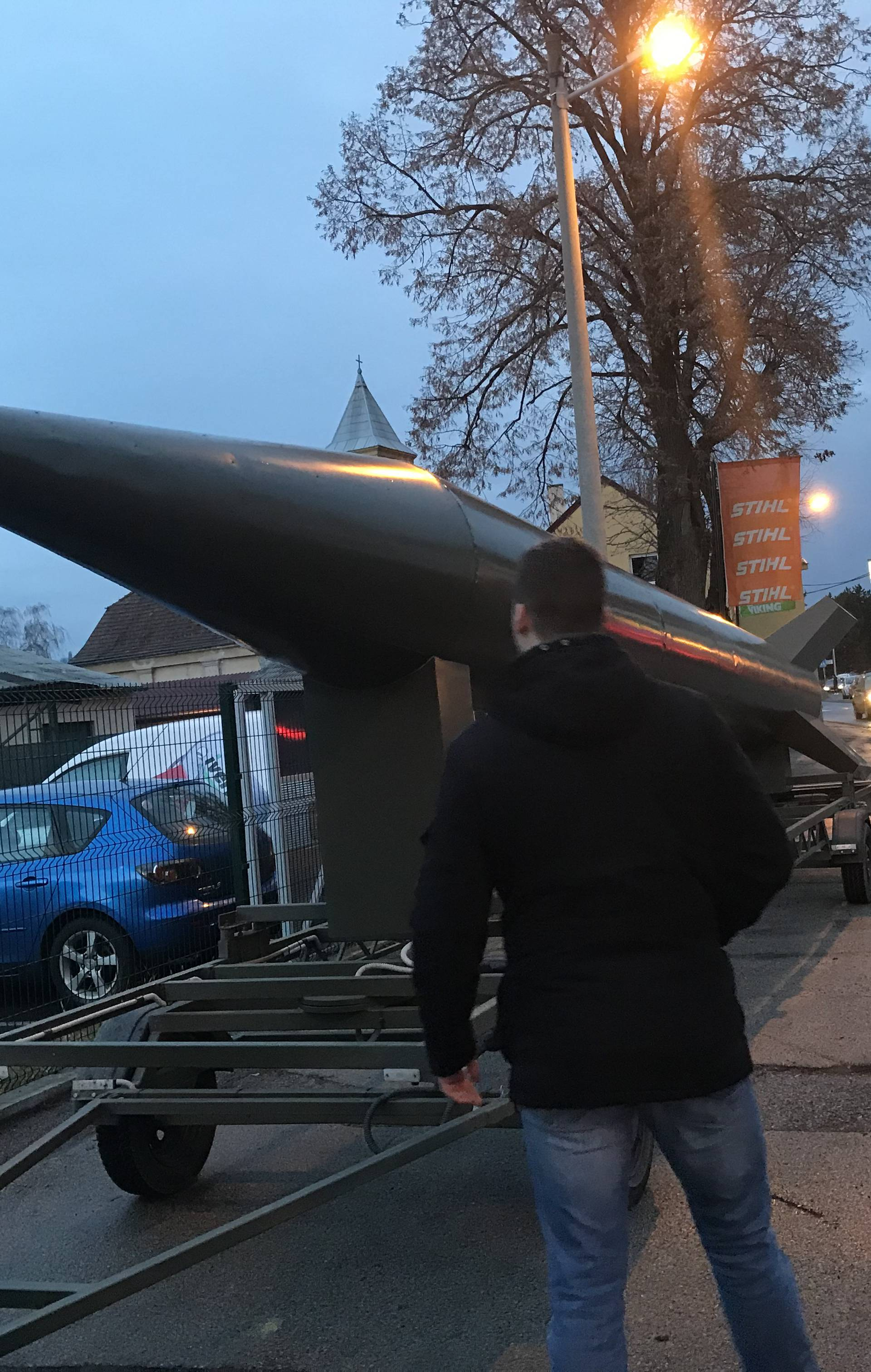 Vozio raketu u prikolici: Htio je privući pažnju, to je maketa...