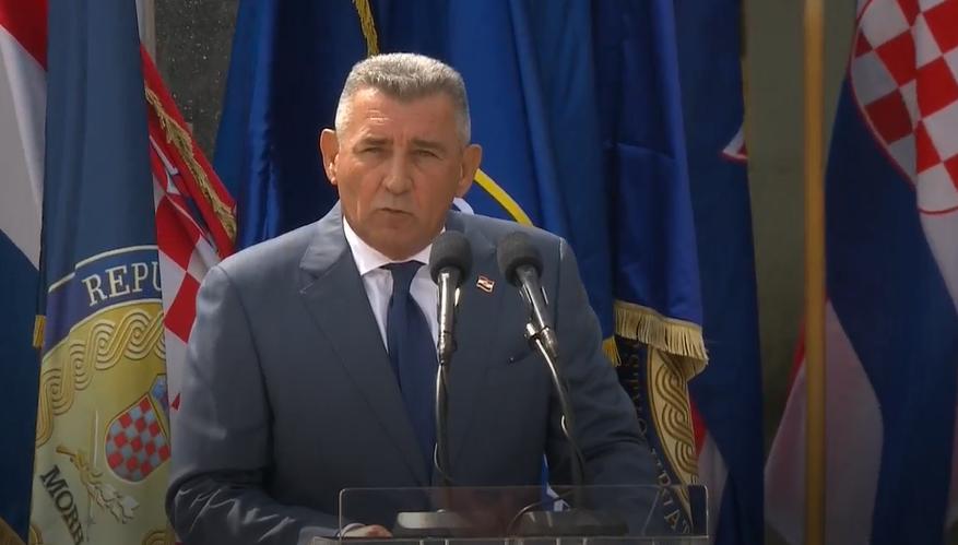 'Hrvatska se gradi u socijalno pravednu demokraciju. Jednaka prava za sve ljude u Hrvatskoj'