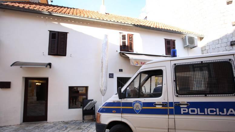 Uhitili ženu (48) u Kaštelima, kamenjem oštetila pet vozila