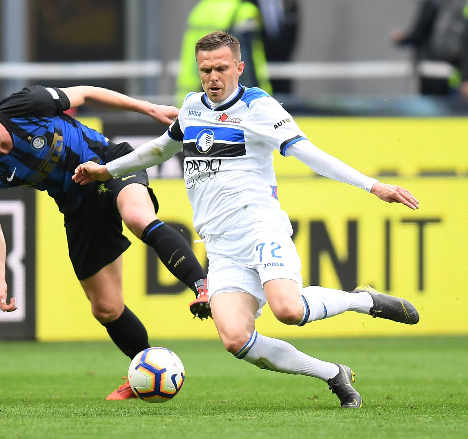 FILE PHOTO: Atalanta's Josip Ilicic in action with Inter Milan's Milan Skriniar
