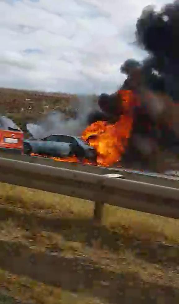 Planuo je auto na autocesti A1 kod Zira: U potpunosti  izgorio