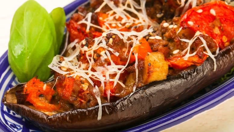 Preukusna večera: Patlidžan s mesom, parmezanom i povrćem