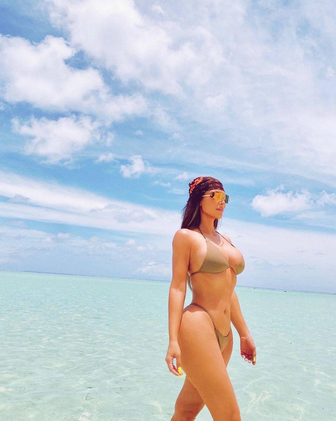Kim objavila golišave fotke za 40. rođendan, istaknula obline