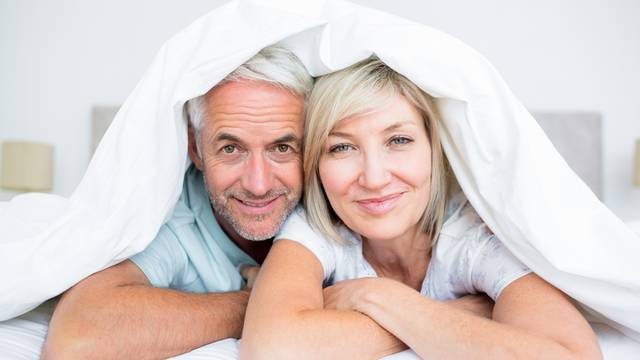 Stariji ljudi koji redovito vode ljubav su puno sretniji i zdraviji